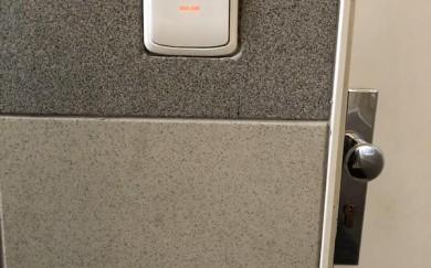 Výmena vypínačov vo vstupných chodbách bytového domu